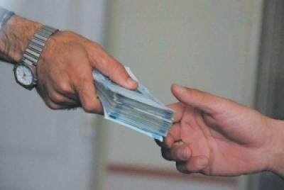 در چه شرایطی قرض گرفتن واجب و در چه موقعی مکروه است؟