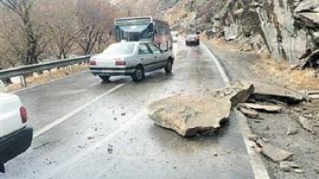 حادثه هولناک در جاده هراز / ریزش سنگ جان یک نفر را گرفت