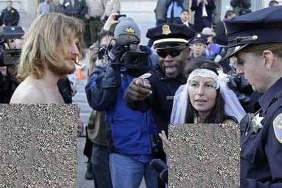 دستگیر شدن عروس و داماد برهنه توسط پلیس +عکس