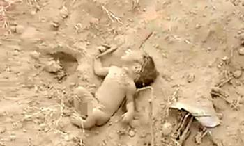 فیلم/لحظه نجات نوزاد زنده به گور شده!