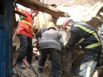 ۲ کارگر شیروانی از زیر آوار بیرون کشیده شدند