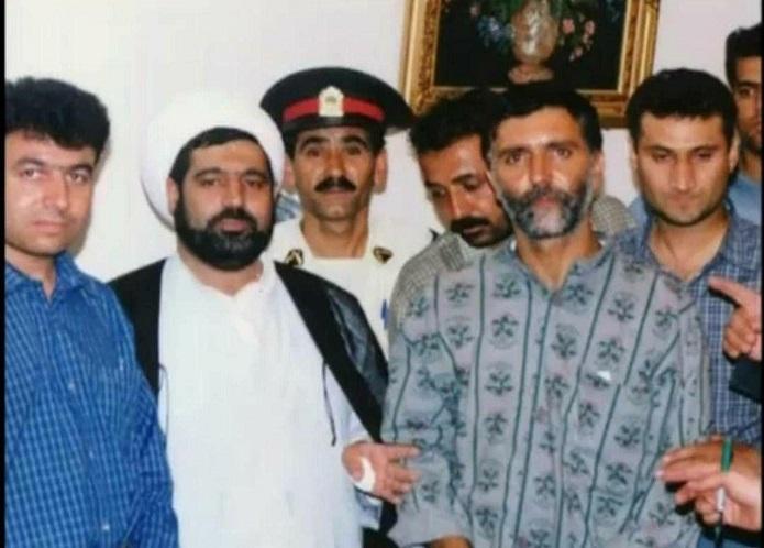 قاضی منصوری در کنار قاتل مشهور مشهد + عکس