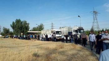 تجمع کارگران نیروگاه دماوند در اعتراض به تغییر شرکت بهرهبردار