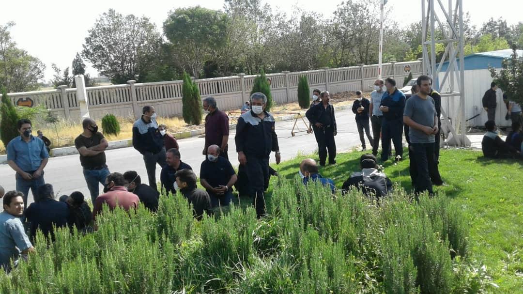 اعتراض کارگران هپکو زیر پل شهید بختیاری/ چرا شرکت پروژه جدید نمیگیرد؟